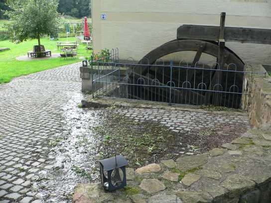 Das Mühlrad der Leithenmühle.