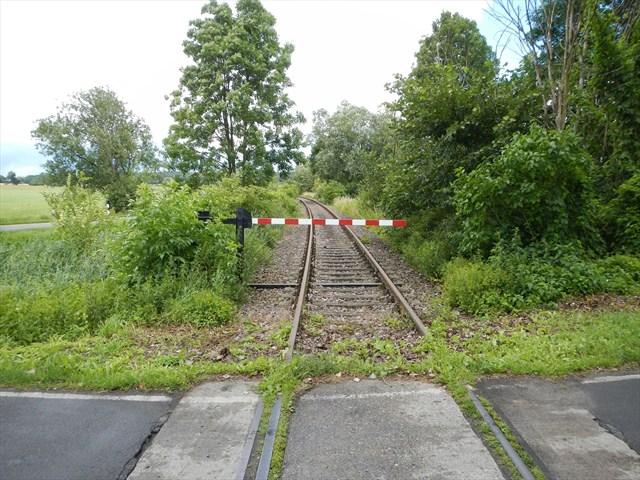 Beschrankter Bahnübergang.jpg