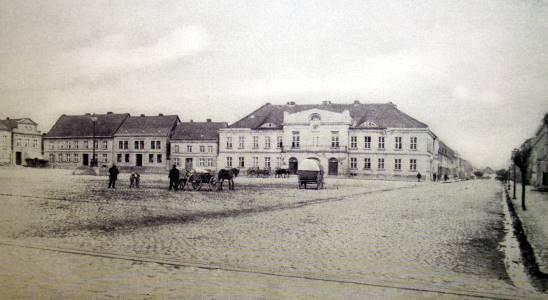 Der Ribnitzer Markt mit Blick aufs Rathaus 1888