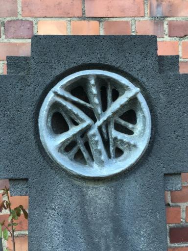 Frontalaufnahme des Kreuzes